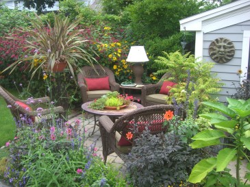 Looking more like a living room, this is a popualr garden on Garden Walk Buffalo.